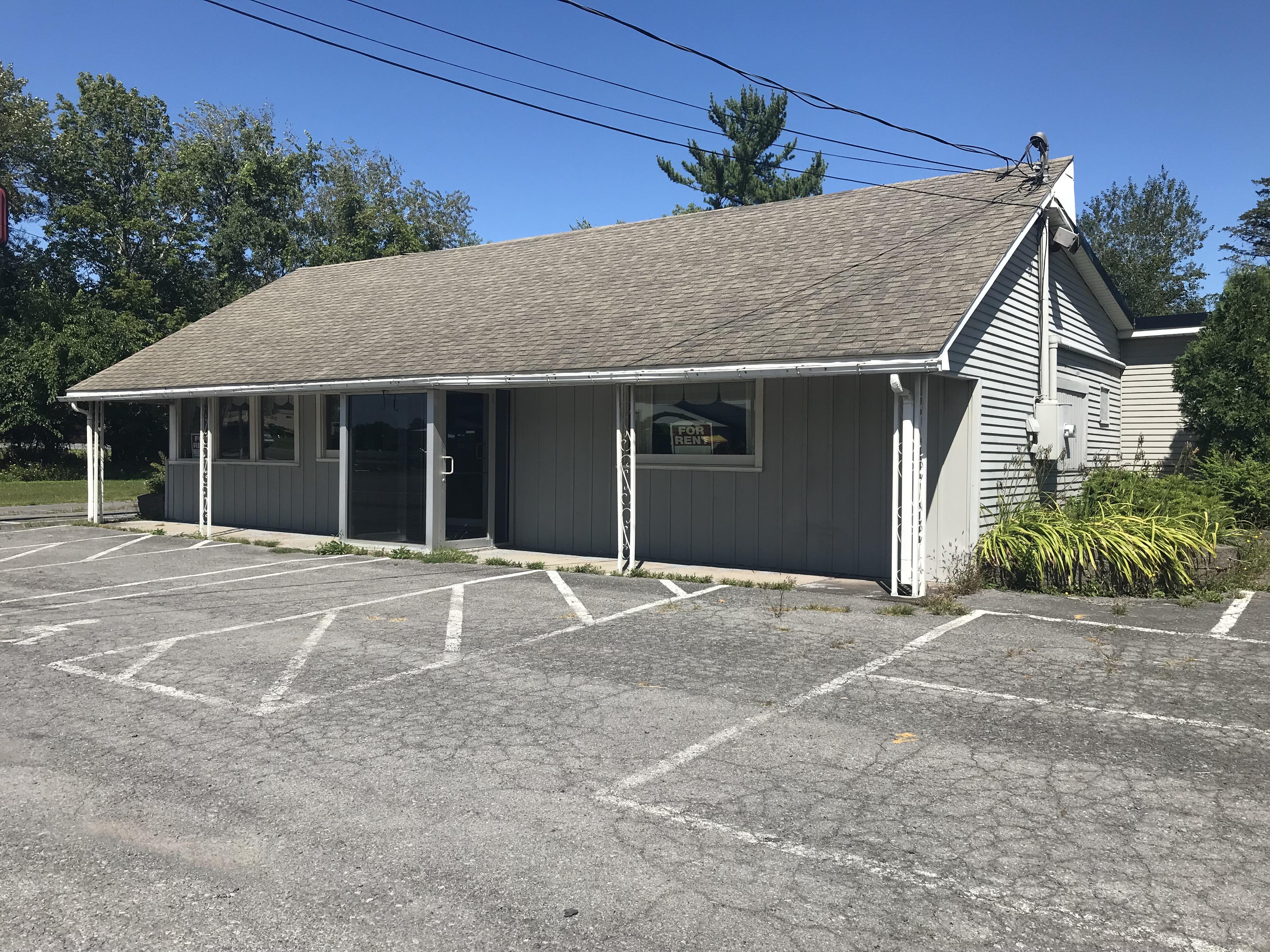 8195 Seneca Turnpike, New Hartford, New York